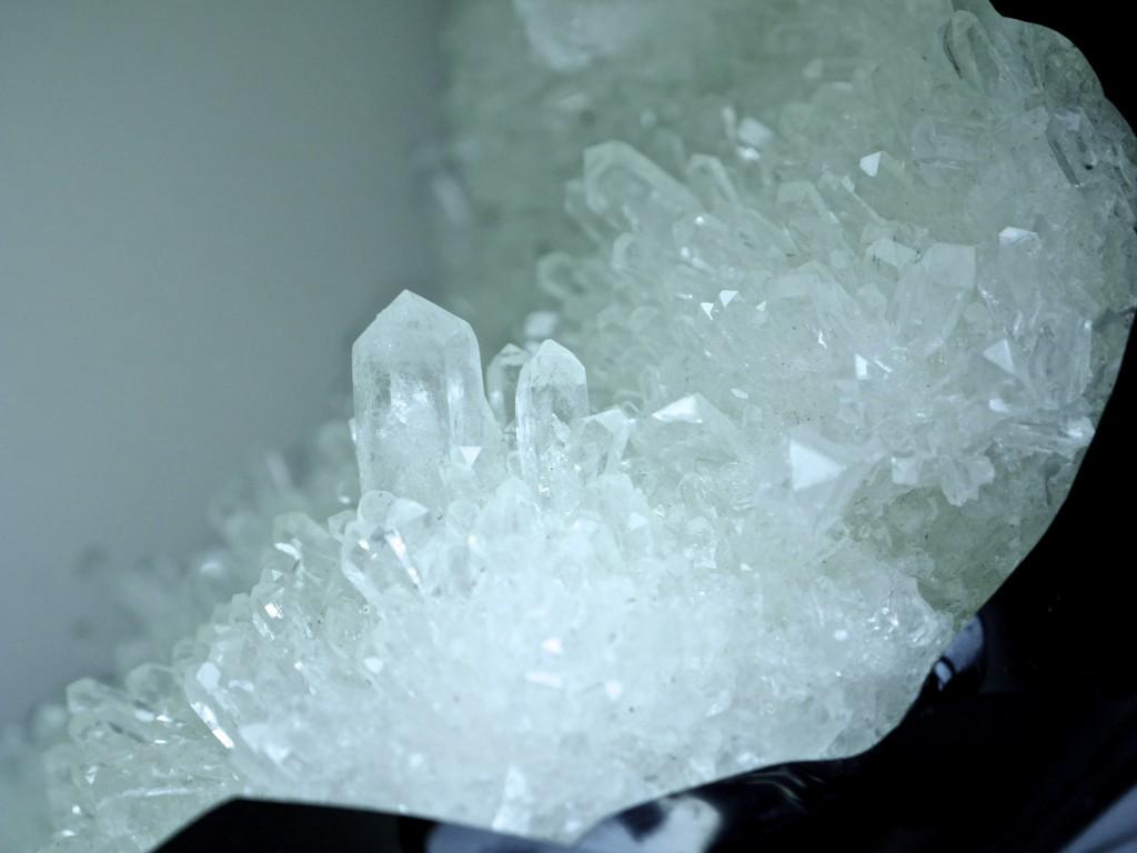 'O', 2015, Phosphatkristallisation, Epoxidharzsegmente, pigmentiert, thermisch verformt, 76x74x28,5 cm